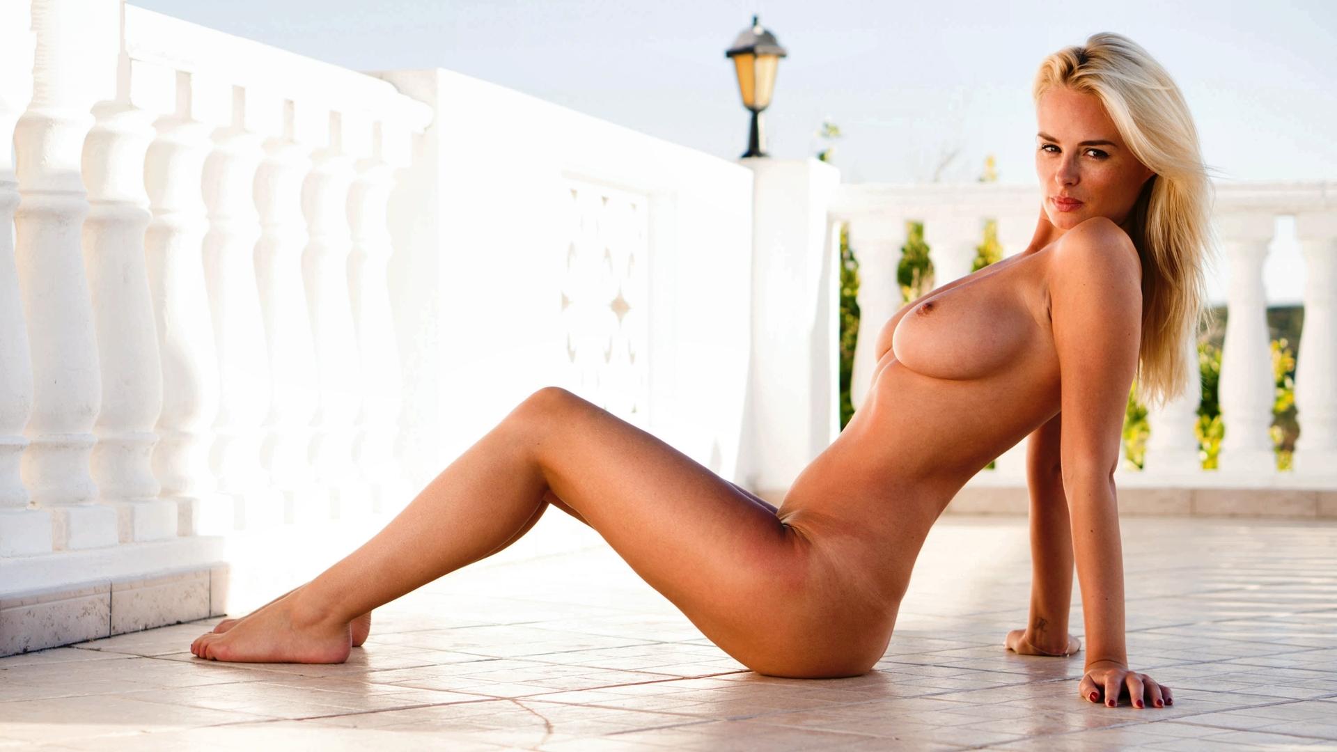 фото откровенных голых поз женщин